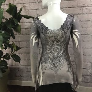 Vocal Tops - 🍓 SALE 3/$15 Silver gray studded small rubbed top